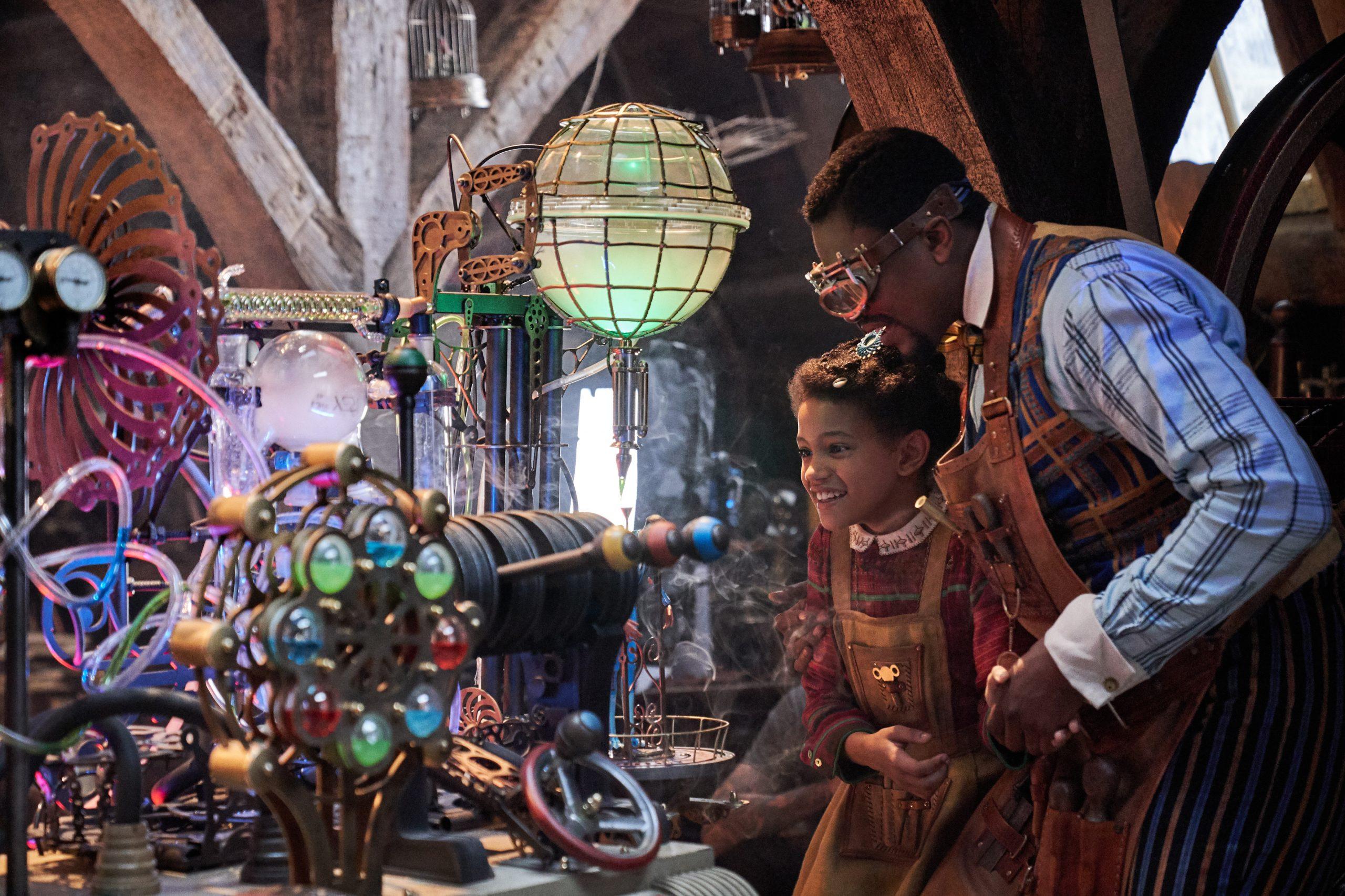 JINGLE JANGLE: A CHRISTMAS JOURNEY (2020) Diaana Babnicova as Young Jessica Jangle and Justin Cornwell as Young Jeronicus Jangle. Cr.Gareth Gatrell/NETFLIX